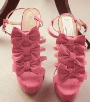 Kurdeleli Sevimli Bir Çift Ayakkabı